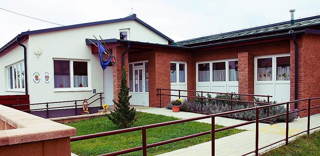 Nakovich Mihály Általános Iskola és Óvoda / Osnovna škola i čuvarnica Mihovila Nakovića